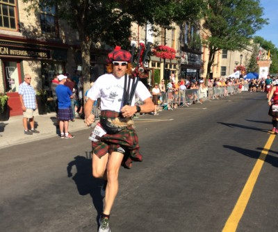 Doc On The Run sets world record in 5 mile distance wearing a kilt